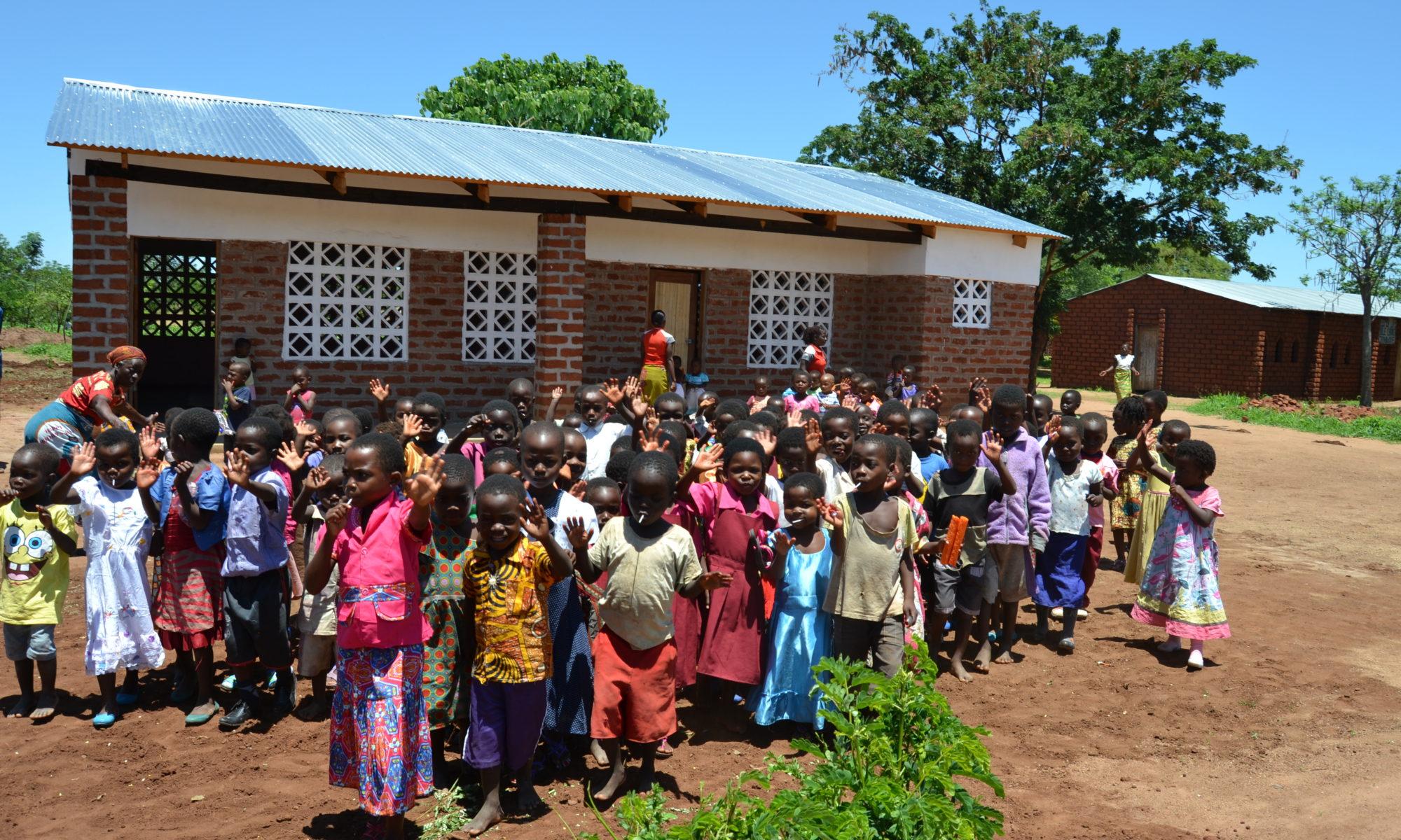 Scuole materne rurali anna per il malawi for Addobbi natalizi per scuole materne